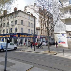 Location local commercial 121 m² non divisibles