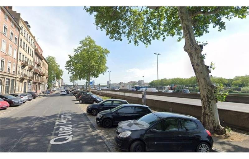 Location local commercial 74 m² non divisibles