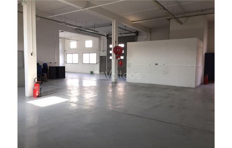 Location local d\'\'activites 545 m² non divisibles