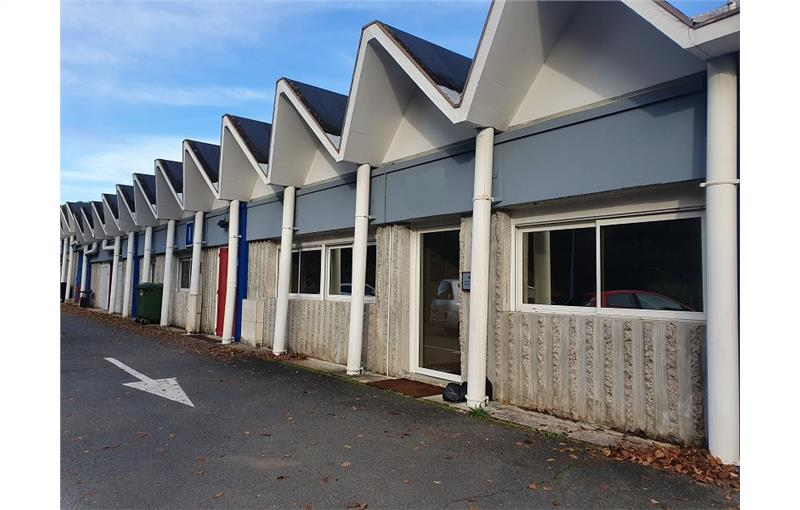 Location local 360 m² à ARTIGUES-PRÈS-BORDEAUX