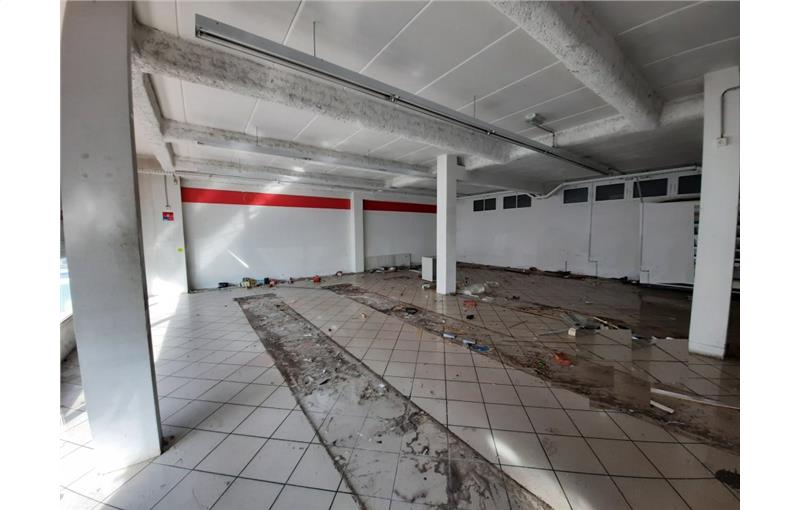 Location local commercial 200 m² non divisibles
